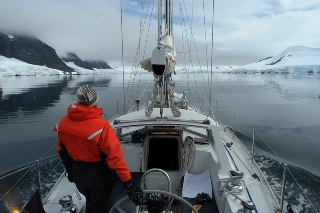 motoring down the Neumayer Channel